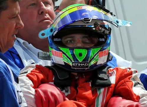Felipe Massa es trasladado tras resultar herido en la cabeza
