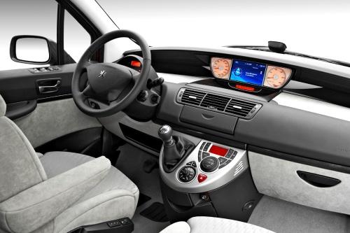 Peugeot 807 interior