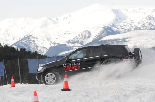 Un Mercedes 4matic realizando pruebas de la Experiencia 4Matic