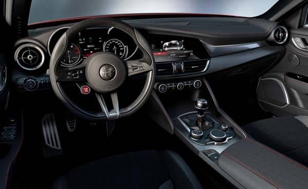 Alfa Romeo Giulia 2016 interior