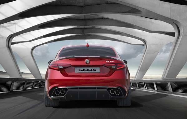 Alfa Romeo Giulia 2016 trasera
